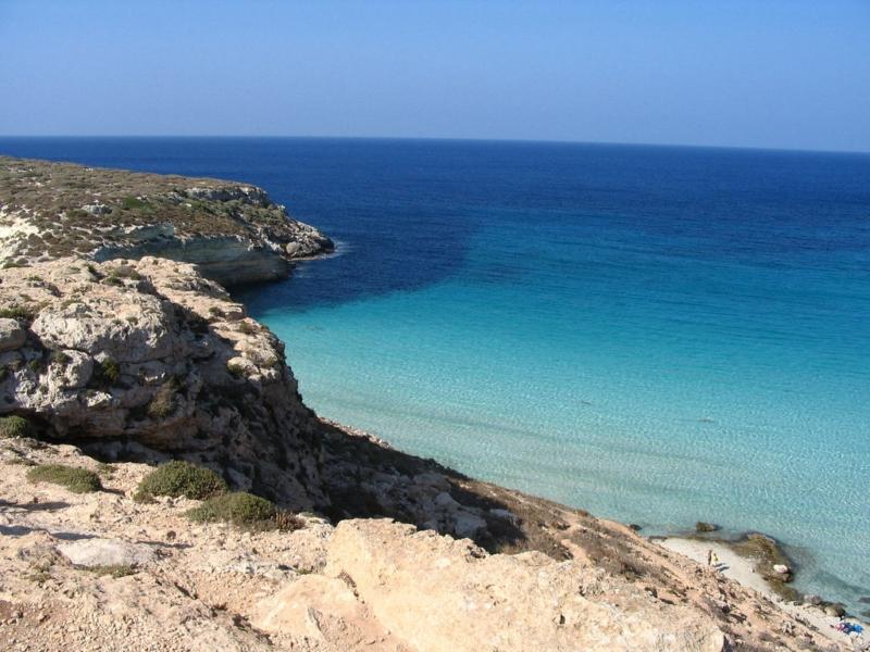 """Energia pulita a Lampedusa con il progetto """"Accendiamo il sole!"""" di Greenpeace"""