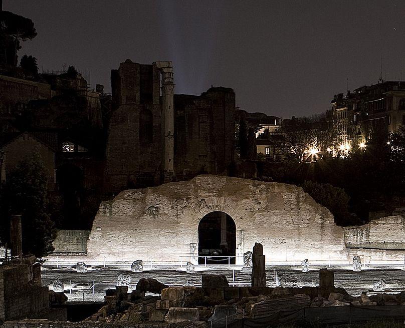 La luna sul foro romano