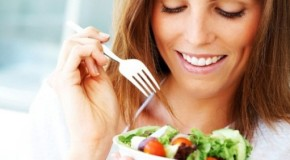 Alimentazione: boom diete fai da te e danni alla salute, i consigli degli esperti