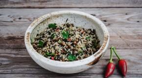 Ricette: Riso selvaggio saltato con lenticchie, rosmarino e coriandolo