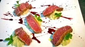 Ricette: Filetto di manzo modicano scottato al burro d'erbe, mousse di patate al rosmarino e riduzione al Nerello Mascalese