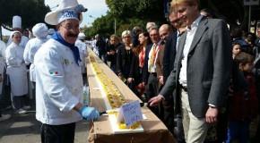 Torta alla frutta e mandorle da record ad Agrigento, è lunga più di 600 metri