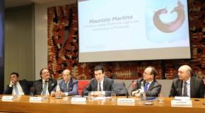 """Ministro Martina: """"Vinitaly capitale della Politica agricola comune"""""""